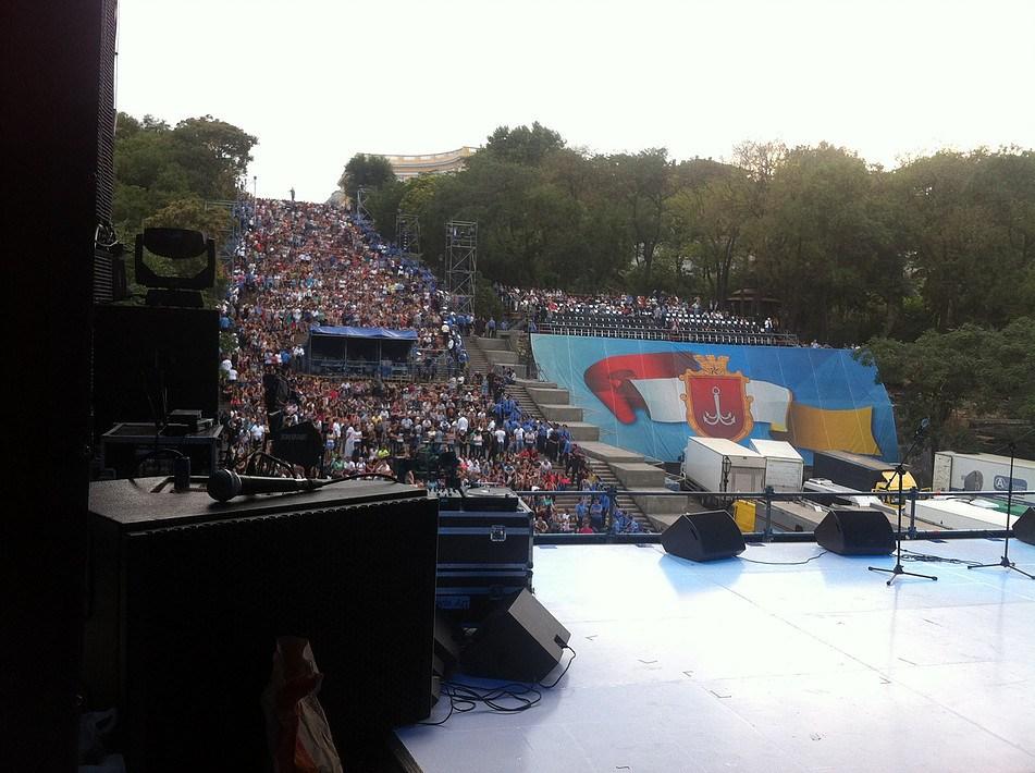 Зрительный зал и вип-трибуна на ДГ<br> <cite>Одесса. День города 2013</cite>